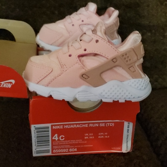 6400cadcd1d22 Nike Huarache Run Toddler Shoes. M_5c7db96704e33d673c00ecf3